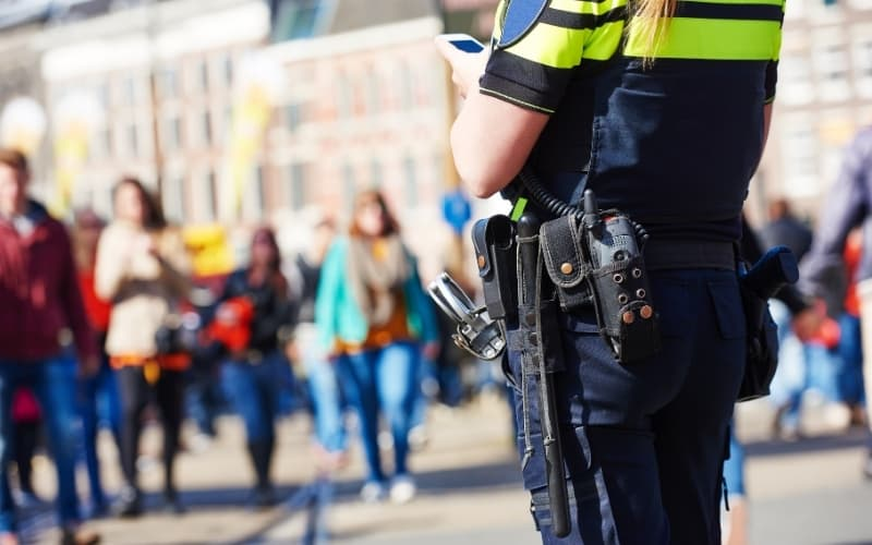 Dutch Police vs American Police - how citizens view the police