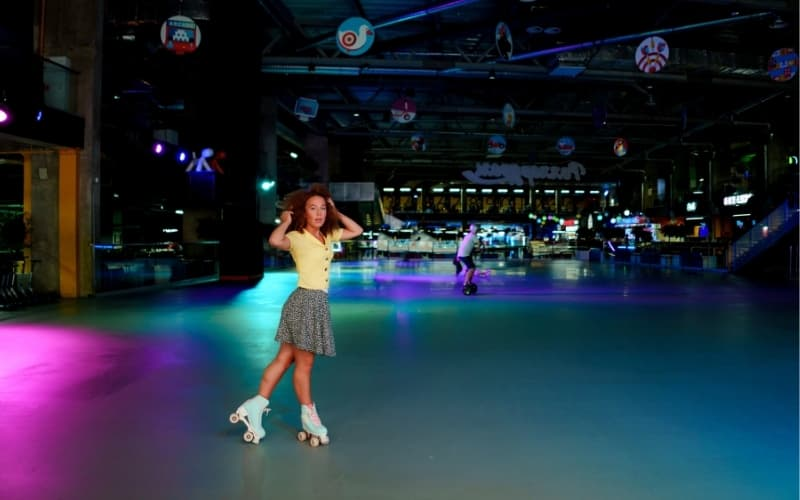 What to do in Rotterdam on a rainy day - Roller skate disco