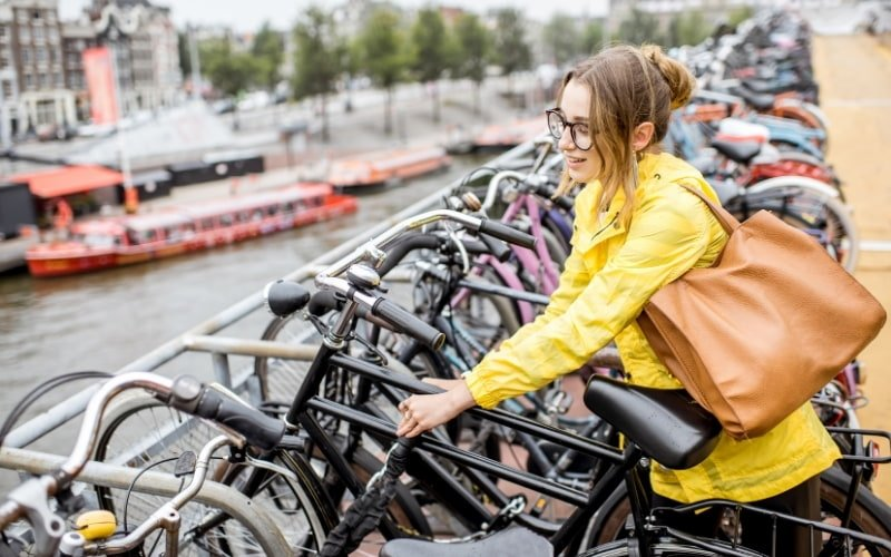 why is cycling so popular in the netherlands